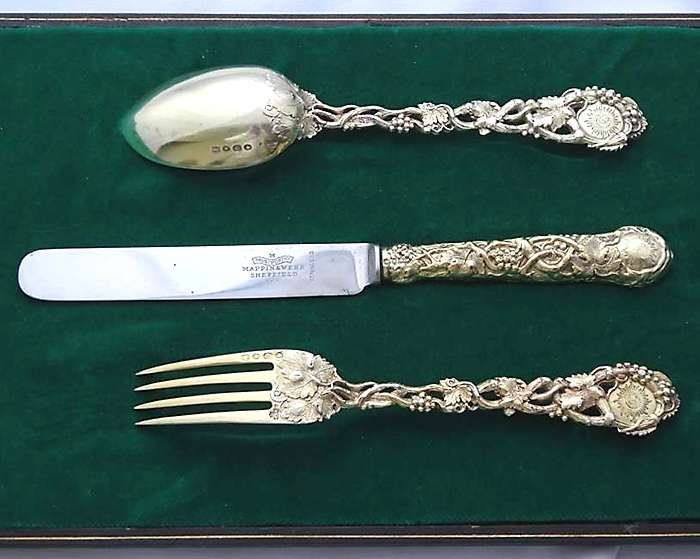 Knife, fork and spoon set gifted to the Sultan of Turkey